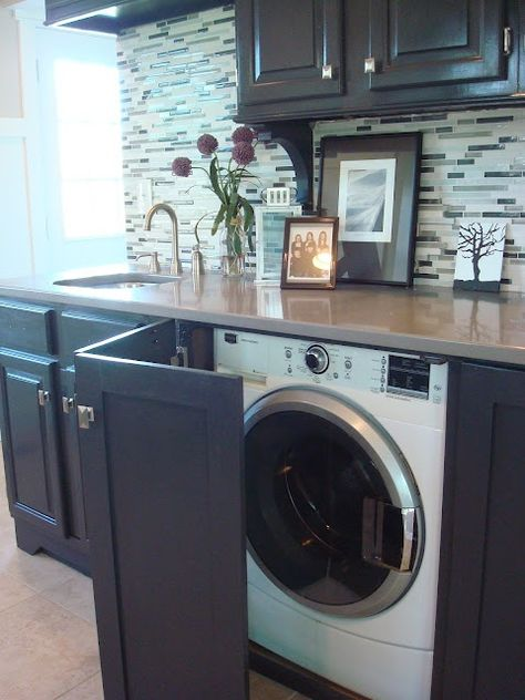 Cacher le lave linge dans la cuisine avec une porte rabatante