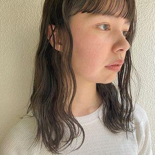 Shihoさんのスナップ ナチュラル ミディアム グレージュ 暗髪 ラベンダーグレージュ ミルクティーグレージュ 地毛風カラー ボブが好きです ロングはくりくりのパーマなど 服に合う髪を考えるのが得意です イメチェンも大歓迎です ぜ トレンディなヘア