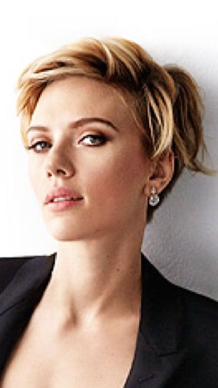 Scarlett Johansson Short Hair In 2020 Styling Fur Kurze Haare Pixie Frisur Haar Styling