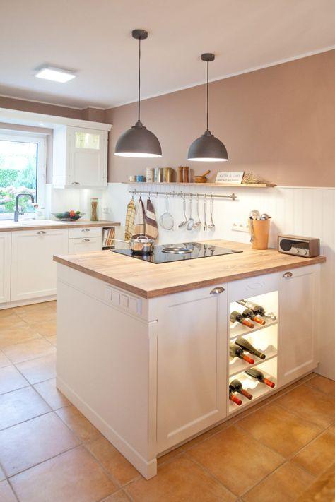 Kuchen Moderne Landhauskuche In Weiss Von Hacker Kuchen Mit Kochinsel Bora Kochfeld Und Neff Elektrogerat In 2020 Kitchen Design Small Home Kitchens Home Decor Kitchen