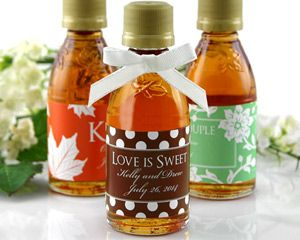 Personalized Maple Syrup Favors #fallweddingfavors #weddingfavors #edibleweddingfavors