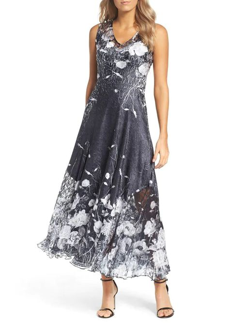 10 Ultra Stylish Mother of the Bride Outfits - PureWow Mother Of The Bride Looks, Summer Mother Of The Bride Dresses, Mother Of The Bride Fashion, Mothers Dresses, Mother Of Groom Outfits, Grooms Mother Dresses, Summer Wedding Outfits, Mob Dresses, Short Dresses