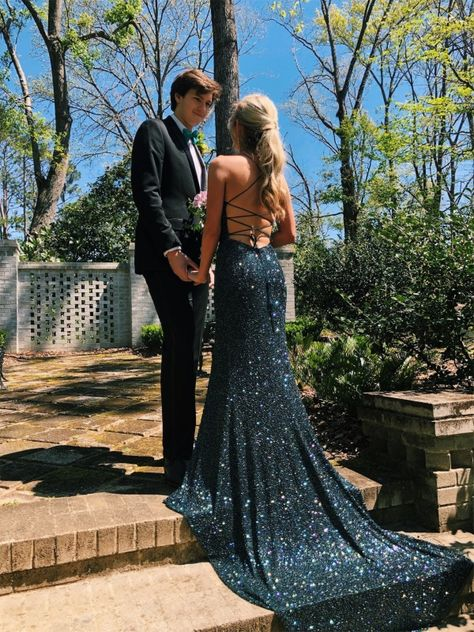 walking on sunshine ✨ willowroxx Homecoming Pictures, Prom Photos, Prom Pics, Stunning Prom Dresses, Pretty Prom Dresses, Dance Dresses, Ball Dresses, Hoco Dresses, Sherri Hill Homecoming Dresses