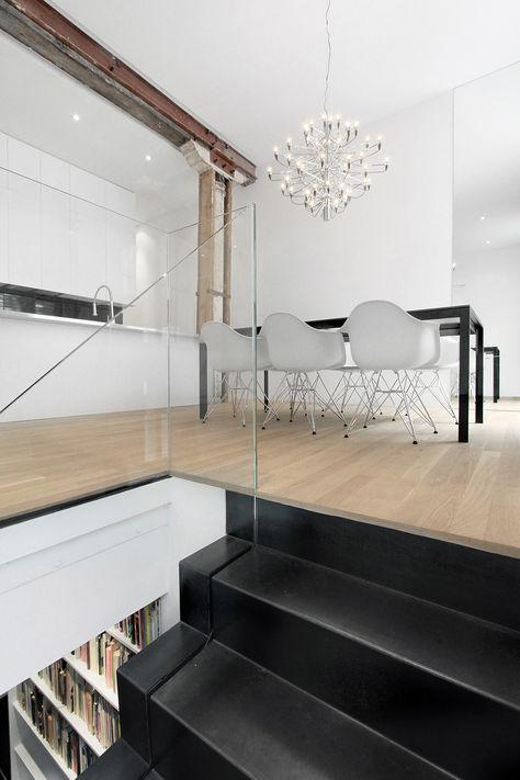 Mustat portaat ja lasikaide