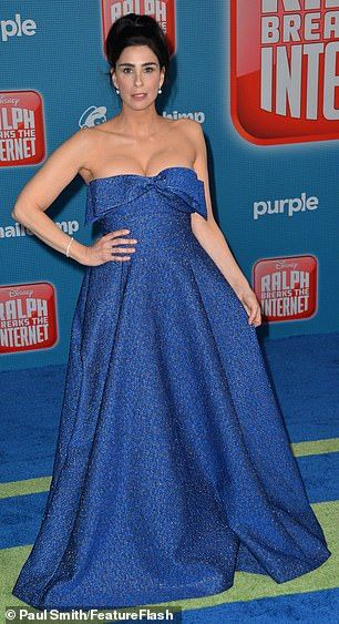 Sarah Silverman Rocks Blue Gown As Taraji P Henson Dons Red Hot Dress Hot Dress Blue Gown Strapless Dress Formal