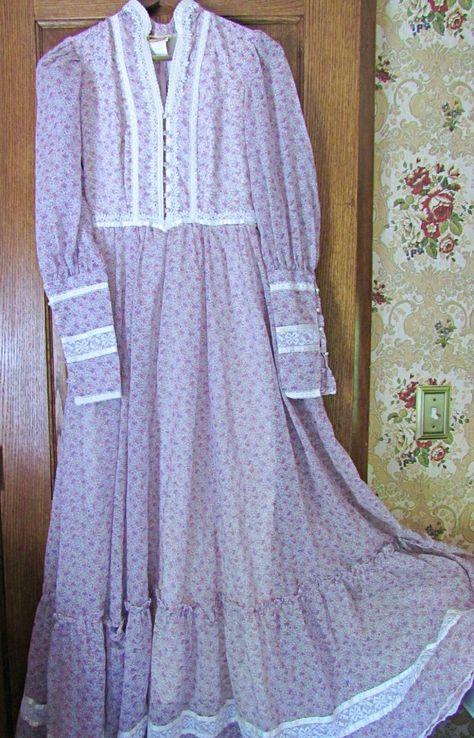 Size 10 1970s Dusky lilac heart dress