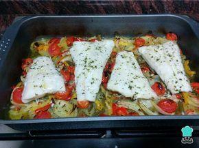 Merluza Al Horno Con Patatas Y Verduras Fácil Receta Filetes De Merluza Recetas De Merluza Verduras