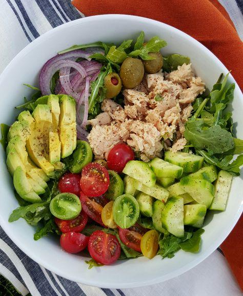 Clean Eating Diet 10 Minute Arugula Tuna Avocado Salad for a Quick Clean Eating Lunch! Clean Eating Vegetarian, Clean Eating Diet, Healthy Eating Recipes, Clean Eating Recipes, Lunch Recipes, Eating Habits, Healthy Food, Clean Foods, Meatless Recipes