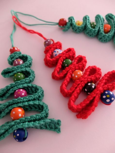 Sapin de Noël, perles en bois et crochet