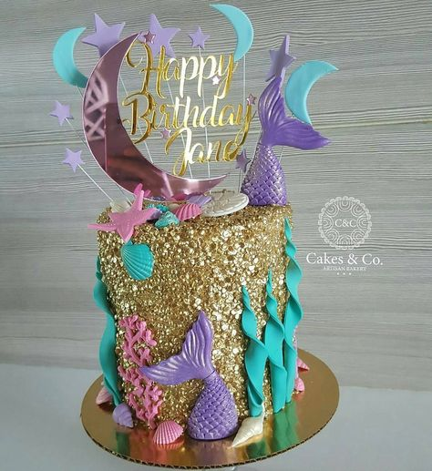 """2,766 Likes, 12 Comments - #No.1 Nigerian Cake Blog (@cakebakeoffng) on Instagram: """"Little Mermaid ✨.... BEAUTIFUL Gold Sequins Cake Design via @cakesandcopty #Cakebakeoffng…"""" #cakedesigns"""