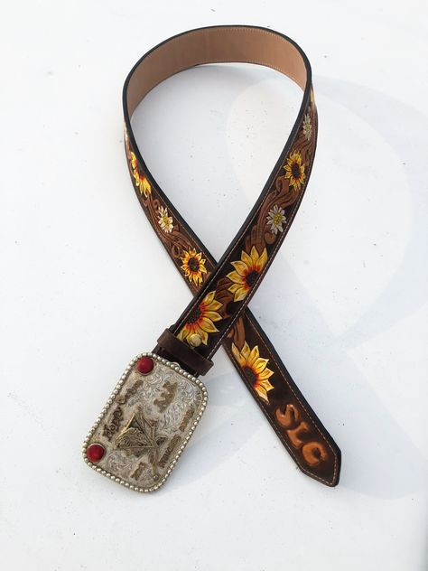 Custom tooled leather belt with sunflowers Cute Cowgirl Outfits, Country Style Outfits, Rodeo Outfits, Cowgirl Dresses, Cowgirl Clothing, Cowgirl Fashion, Cowgirl Belts, Western Belts, Country Belts