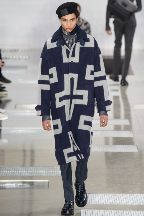 Louis Vuitton Fall 2016 Menswear collection, runway looks, beauty, models, and reviews.