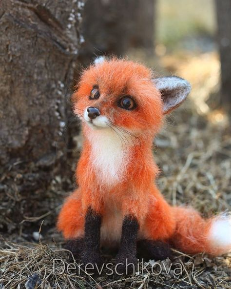 """сувениры из шерсти. Хабаровск. auf Instagram: """"Рыжий, не очень честный (статус обязывает 🤗), но очень милый лис Ларсон 🦊 Любящий домик имеется. Sold. #fox #animals #feltingwool #felting…"""""""