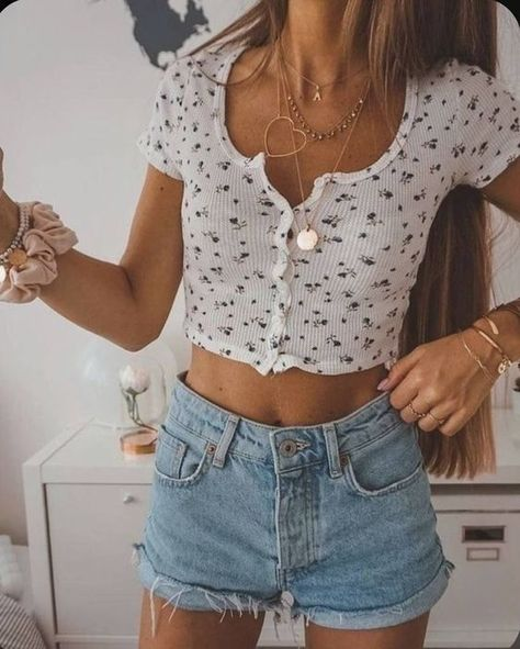 trendy outfits for summer & trendy outfits . trendy outfits for school . trendy outfits for summer . trendy outfits for women . Teenage Outfits, Teen Fashion Outfits, Look Fashion, Denim Fashion, Womens Fashion, Fashion Belts, Feminine Fashion, Fashion Trends, Fashion Ideas