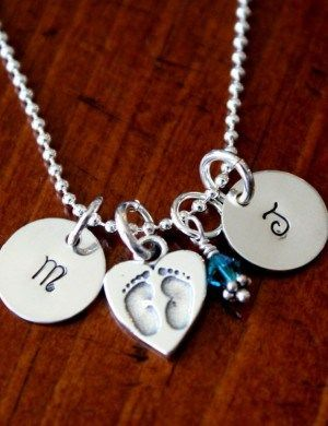 Personalized Custom Pendant Mom Heart Necklace with Child Name Feet Charms Mothers Day gift