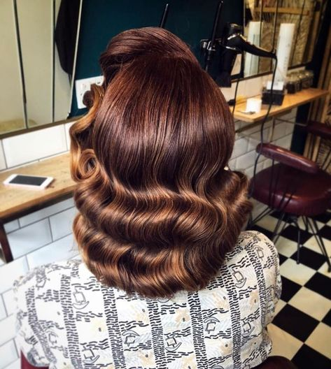 Vintage Hairstyles Tutorial Sometimes all you need to get you through is a good pin curl set and someone who knows how to brush it out! Gorgeous vintage vibes from… - Vintage Hairstyles Tutorial, Retro Hairstyles, Curled Hairstyles, Teenage Hairstyles, 1940s Hairstyles For Long Hair, Easy Hairstyles, Wedding Hairstyles, Vintage Curls, How To Curl Short Hair