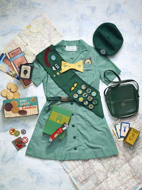 Collector's Guide to Girl Scout Memorabilia. Happy anniversary to Girl Scout cookies! Girl Scout Badges, Girl Scout Troop, Girl Scouts, Girl Scout Costume, Girl Scout Uniform, Scouts Of America, Girl Scout Cookies, Halloween Disfraces, Girl Guides