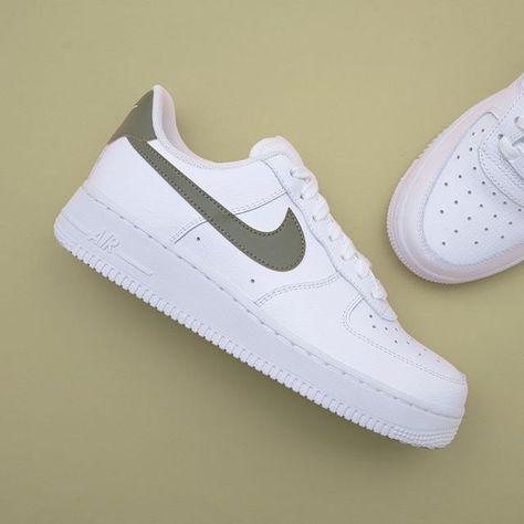 competitive price 86653 1f658 Nike Wmns Air Force 1 07 SE Premium - AH6827-003 •• ytterligare en bra Air  Force 1, här med en skön svart kontrastsömm. nike airfoce1 footi…