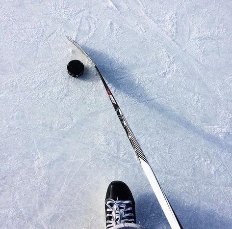 Ice Hockey 618682067540111465 - Hockey♥ Source by MilkshakeCerise Rink Hockey, Ice Hockey Players, Hockey Goalie, Hockey Memes, Field Hockey, Overwatch, Nhl, Hockey Outfits, Hockey Girlfriend