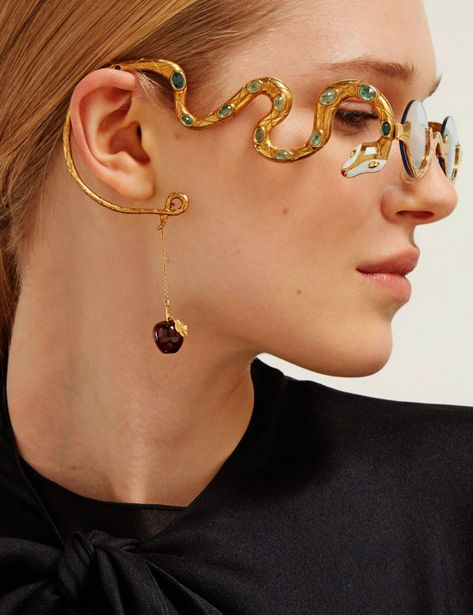 Francis de Lara's flamboyant eyewear converges with fine jewellery – pieces take up to 700 hours to make and are adorned with glittering precious stones. Cute Jewelry, Jewelry Art, Jewelry Accessories, Fashion Accessories, Jewelry Design, Fashion Jewelry, Jewellery, Piercings, Bijou Box
