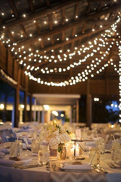 mariage grange avec guirlandes lumineuses