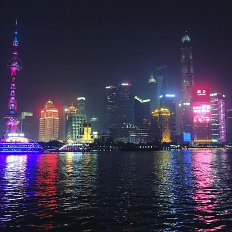 what a breathtaking site Me / Some of My Photos Aesthetic Indie, Aesthetic Photo, Aesthetic Pictures, Photo Wall Collage, Picture Wall, Night City, City Lights, Memes, Shanghai