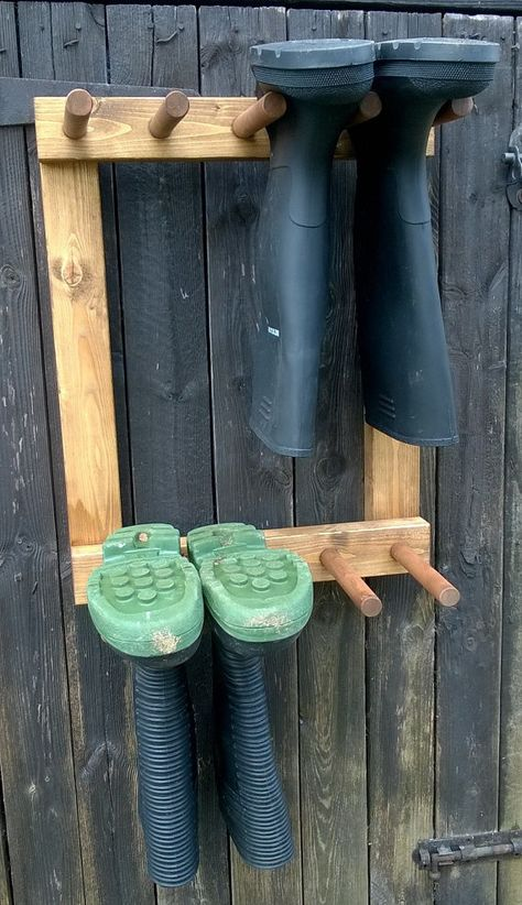 Wall mounted welly rack finished in dark oak 4 pair or unfin.- Wall mounted welly rack finished in dark oak 4 pair or unfinished ready to paint Wall mounted welly rack finished in dark oak 4 pair or Garden Projects, Wood Projects, Woodworking Projects, Outdoor Projects, Boot Storage, Diy Storage, Storage Ideas, Outdoor Shoe Storage, Wall Shoe Storage