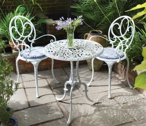 Table and chairs for garden | Petite table de jardin, Table ...