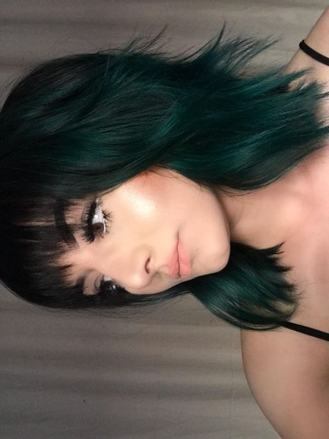 Pravana Midnight Sapphire on my roots melted into Pravana Green Dark Green Hair, Girl With Green Hair, Green Hair Streaks, Pastel Green Hair, Emerald Green Hair, Lilac Hair, Gray Hair, Hair Dye Colors, Cool Hair Color