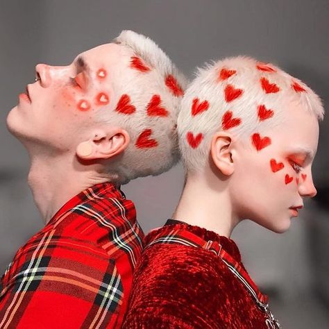 💔 friends with broken hearts Aesthetic Hair, Aesthetic People, Aesthetic Yellow, Rainbow Aesthetic, Teen Vogue, Character Inspiration, Hair Inspiration, Shaved Hair Designs, Photographie Portrait Inspiration