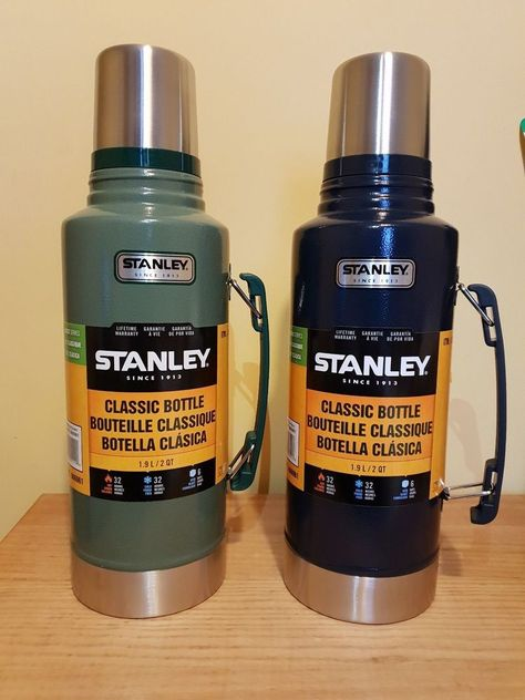 Stanley Classic 1.9L Vacuum Flask Hammertone Green 1.9 L .