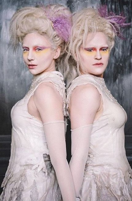 The Albino Twins In The Greatest Showman The Greatest Showman Albino Girl Albino Twins