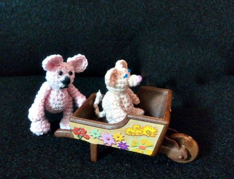 Pink thread bear pattern. There's also a video tutorial available by sharon ojala. Click picture!