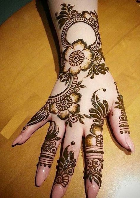 Simple but most amazing mehndi or henna designs for ladies who wanna wear absolutely fresh and modern looking mending designs nowadays.