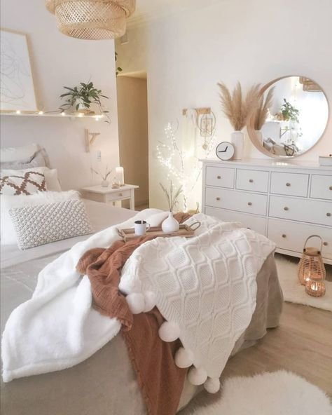 8 Cheap Things to Maximize a Small Bedroom. Bedroom Decor, Redecorate Bedroom, Room Inspiration Bedroom, Stylish Bedroom, Dorm Room Inspiration, Room Decor, Home Bedroom, Cozy Room Decor, Apartment Decor