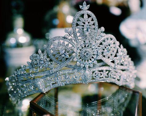 Luxury,Bridal Tiara,Bridal Crown,Wedding Tiara,Wedding Hair Accessory,Wedding Headpiece.