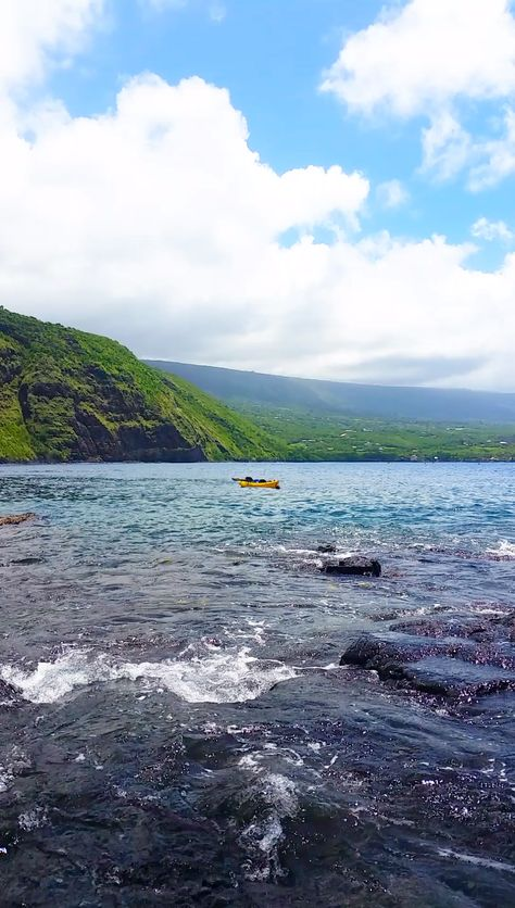 Travel Hawaii travel ideas. captain cook monument trail hike to kealakekua bay snorkeling spot. Best Big Island hikes. Best Big Island snorkeling spots. Outdoor beach travel tips. beautiful places for world bucket list, wanderlust inspiration, tropical islands. hawaii travel blog. #flashpackingamerica