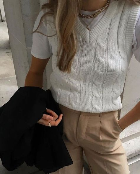 Mode Outfits, Retro Outfits, Trendy Outfits, Vintage Outfits, Casual Summer Outfits, Chic Outfits, Vest Outfits For Women, Buckle Outfits, Fashion 2020