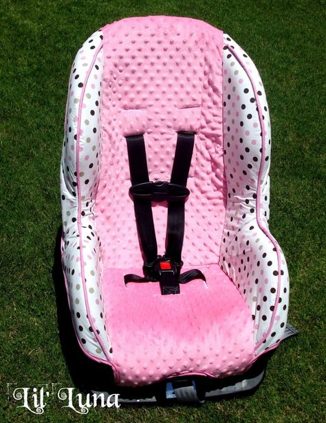 Learn how to make a car seat cover with this easy Car Seat Tutorial! { lilluna.com }