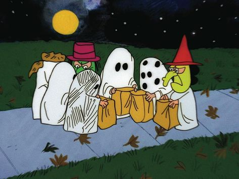 A list of Best Animated Horror Cartoon Characters and stop motion Horror Cartoons and Characters. From Mad Monster Party to Disney's Headless Horseman. Snoopy Halloween, Halloween Cartoons, Retro Halloween, Charlie Brown Halloween, Great Pumpkin Charlie Brown, It's The Great Pumpkin, Vintage Halloween Images, Charlie Brown And Snoopy, Halloween Crafts