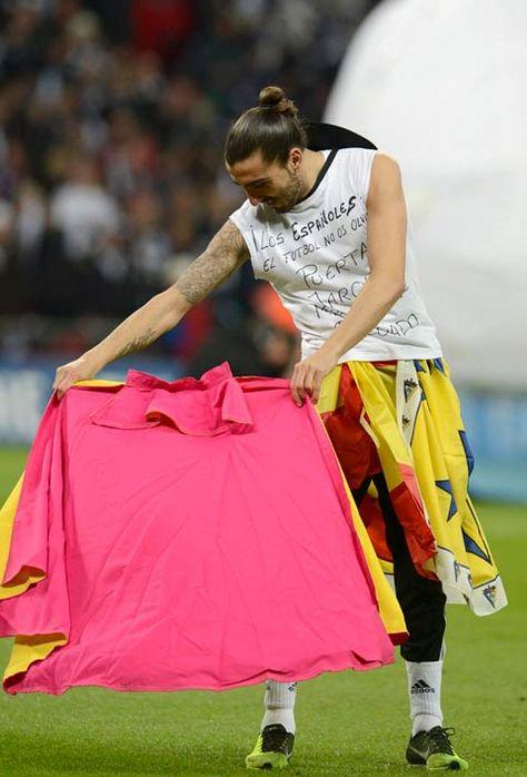 Victoria 'taurina' en el fútbol inglés - Mundotoro.com #Futbol #toros #futbolista
