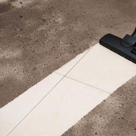掃除機やほうきを使って玄関を掃除する方法 ほうき 家事 掃除