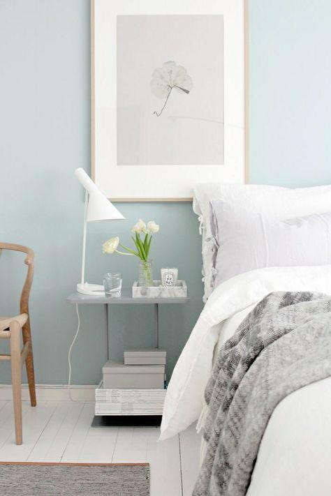 couleur pastel dans la chambre a coucher, peinture murale, mur bleu pale