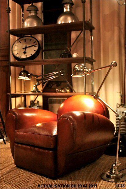 """Fauteuil club """"PANTHERA"""", joli modèle Art Déco, vers 1930, accoudoirs généreux, dossier rond, tapisserie cuir, coloris Havane, existe aussi en Cognac, chocolat, noir, rouge et violine."""