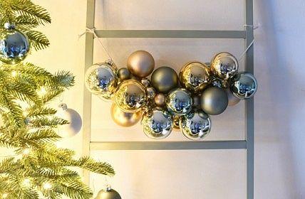 Een Super Simpele Slinger Van Kerstballen Kerstballen Kerst Kerst Bloemstukken
