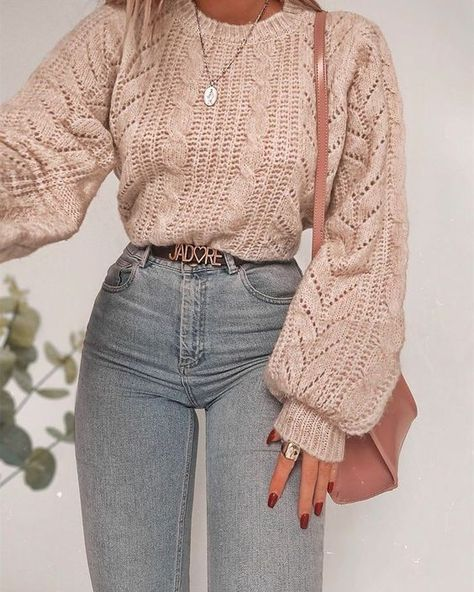 Cute winter 2020 outfits that can be styled as a fall outfit as well! This article has chic outfit inspiration for cold weather & even work outfits, so that you can look cute in any situation! Mode fashion 10 Chic Ways To Style Your Winter Outfits