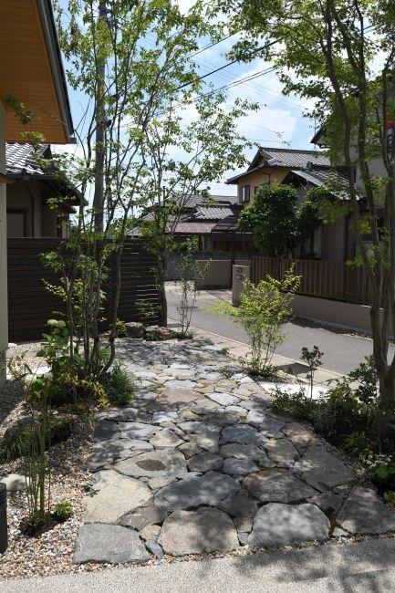 平屋の雑木の庭アプローチをダイナミックな石畳 愛知のガーデンデザイン 庭や日記3 和モダン 庭園 庭 ガーデン デザイン