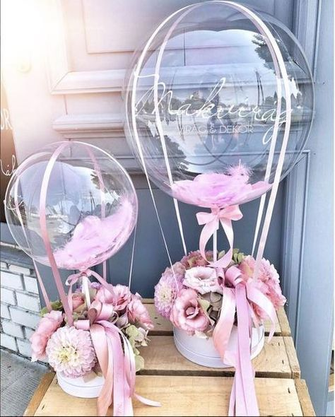 Hot-Air Balloon Centerpiece TutorialYou can find Balloon centerpieces and more on our website. Hot Air Balloon Centerpieces, Baby Shower Centerpieces, Diy Hot Air Balloons, Clear Balloons, Balloon Gift, Balloon Garland, Baby Balloon, Balloon Ideas, Balloon Flowers