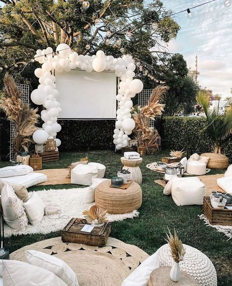 Backyard Movie Nights, Outdoor Movie Nights, Outdoor Dinner Parties, Backyard Parties, Outdoor Movie Party, Backyard Bridal Showers, Outdoor Night Wedding, Movie Night Party, Backyard Camping