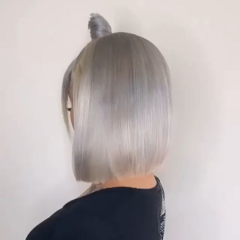 Grayish white hair color 😍who love this frontal quick wave with bang and bun?🙌🏽